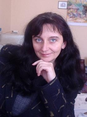 Ани Йовева и пленителната красота на дантелите
